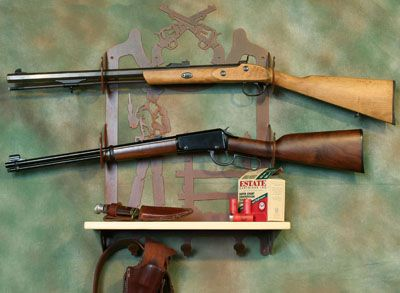 Western cowboy 3 hook metal wall mount 2 gun rack and shelf